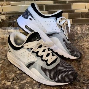 "AIR MAX ZERO ESSENTIAL ""OREO"" Boy's"
